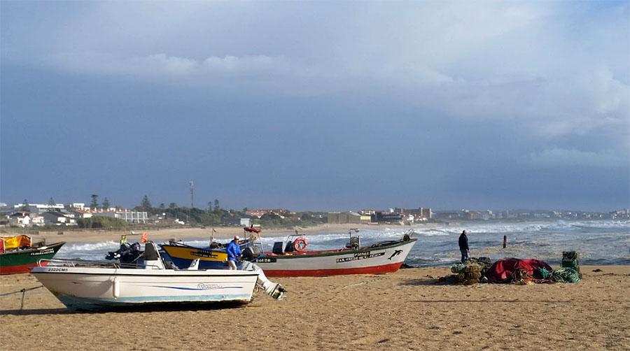 Best Beaches in the Porto Region: Aguda Beach