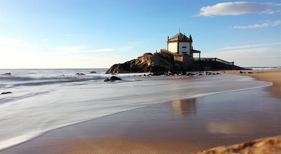 Best Beaches in the Porto Region: Senhor da Pedra Beach